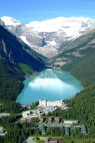 Lake Louise et Chateau Lake Louise- Banff National Park - Vredit photo Travel Alberta