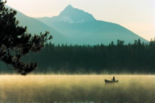 Canoe sur lac - Credit Photo Tourism British Columbia