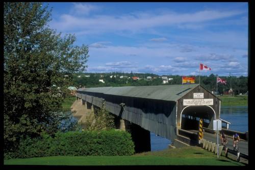 Pont couvert Hartlans - Credit Photo Tourisme Nouveau-Brunswick, Canada